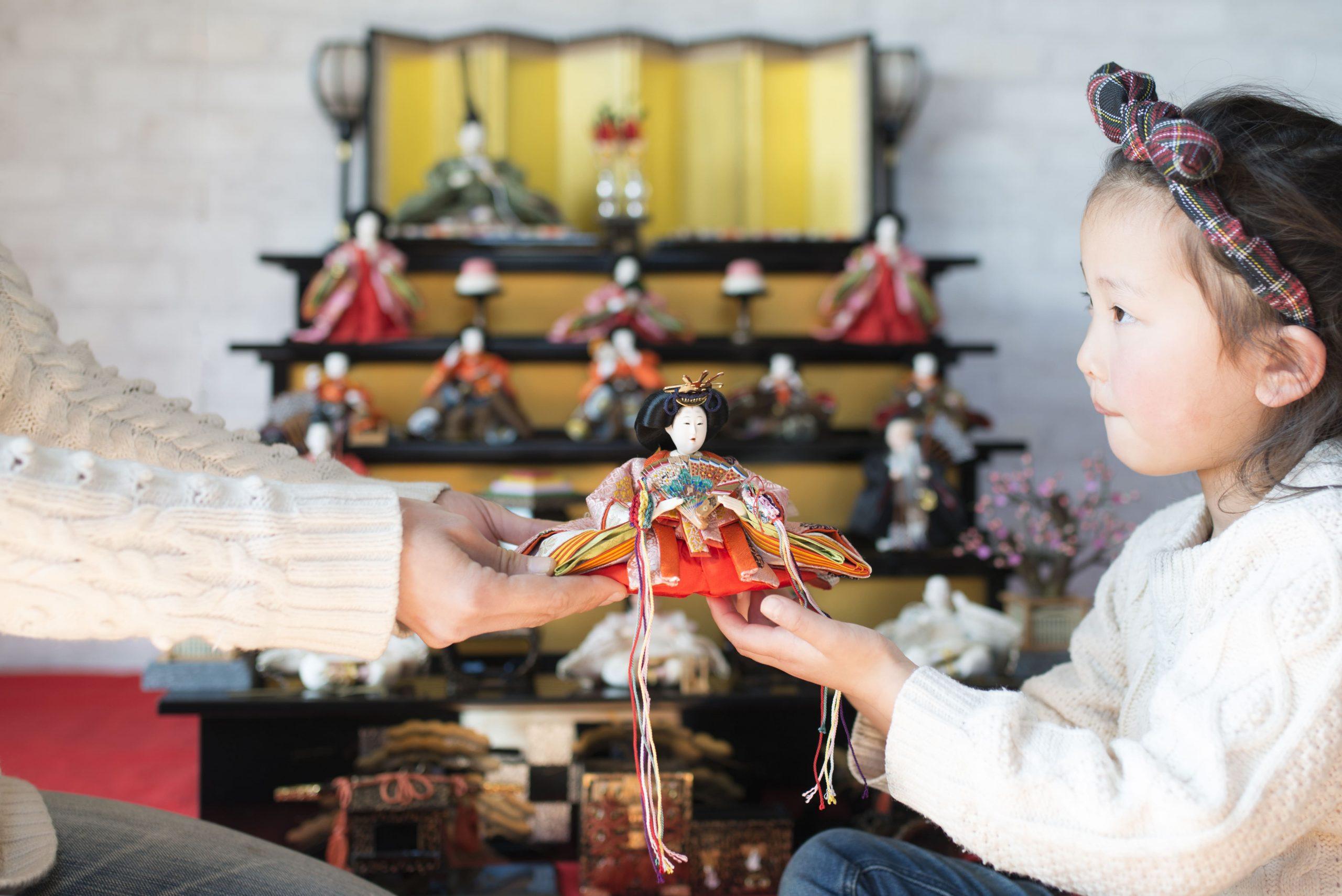 雛人形はお下がりでもいいの?お母さんやお姉ちゃんのお人形を使ってもいい?
