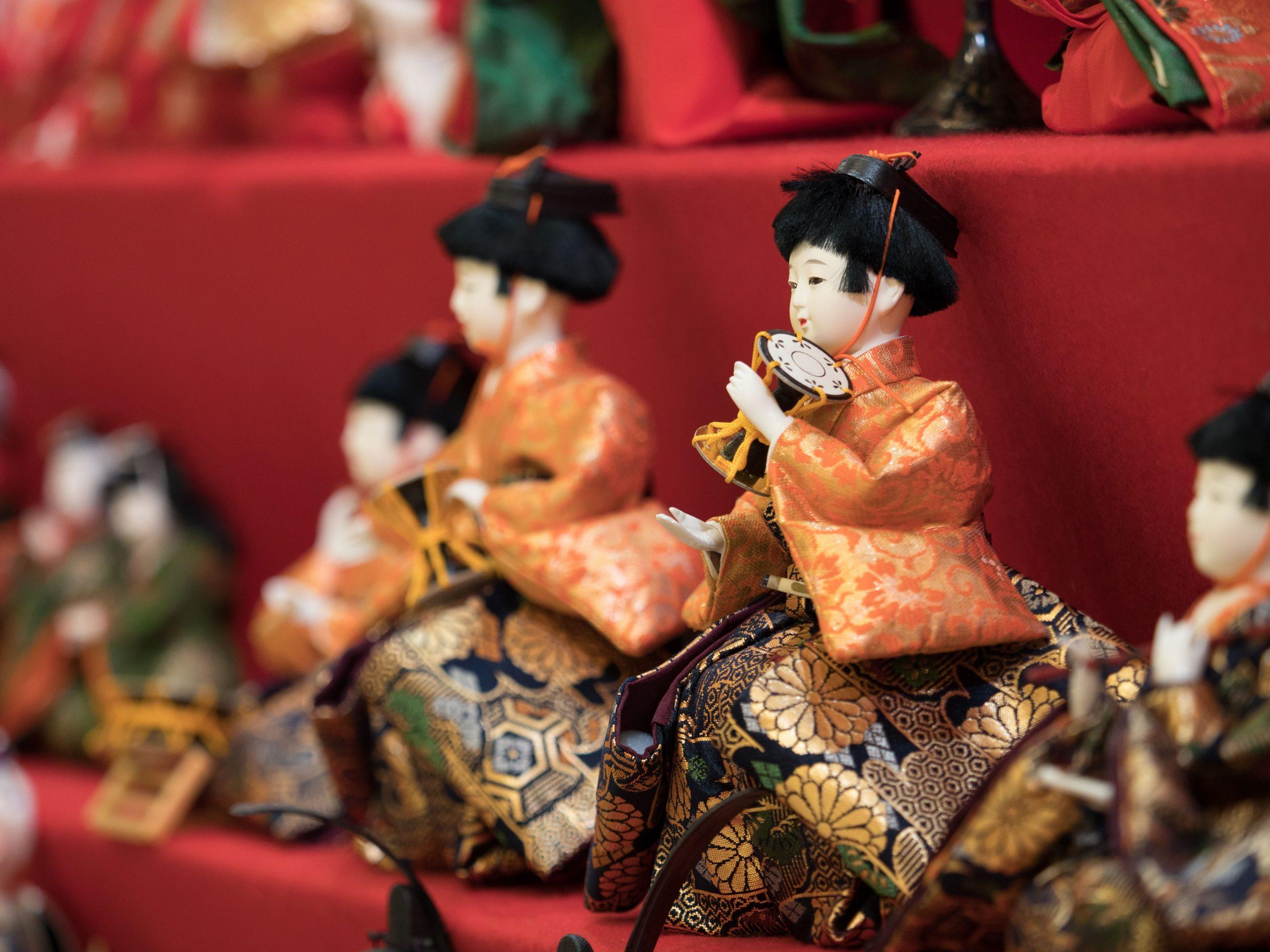 雛人形の「五人囃子」ってどんな人?役割や楽器の並び順を解説